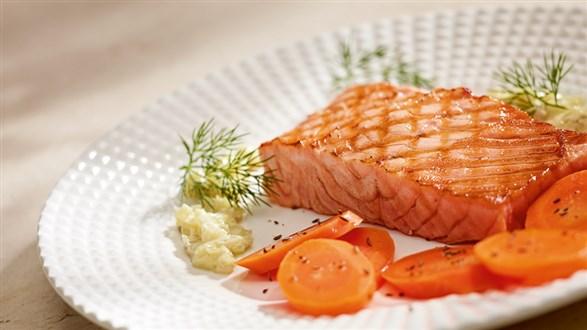 Pstrąg łososiowy z karmelizowaną marchwią
