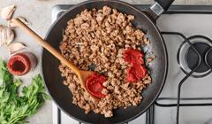 Spaghetti - Smażymy mięso