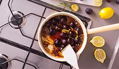 Kaczka pieczona w sosie imbirowym - Podsmażamy śliwki