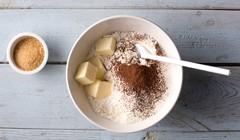 Ptysie czekoladowo-truskawkowe - Wyrabiamy ciasto