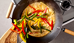 Łosoś curry - Dodajemy warzywa