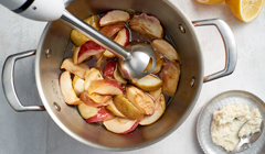 Konfitura z pieczonych jabłek z chrzanem - miksujemy składniki