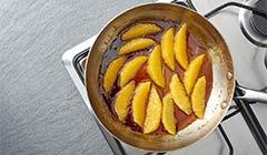 Włoski deser – panna cotta - Pomarańcze smażymy w karmelu