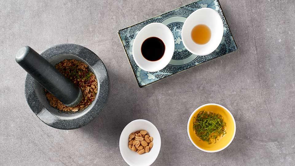Pad thai z warzywami i łososiem - Przygotowujemy marynatę
