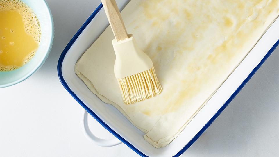 Tarta ze szpinakiem i serem kozim - Przygotowujemy ciasto francuskie