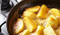 Tarta jabłkowo-waniliowa - karmelizujemy jabłka