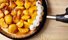 Tarta jabłkowo-waniliowa - opalamy bezę