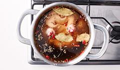 Kaczka z karmelizowanymi jabłkami - gotujemy mięso