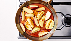 Kaczka z karmelizowanymi jabłkami - gotujemy jabłka