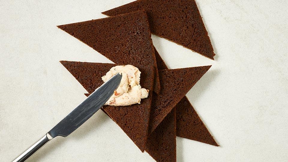 Roladki, paszteciki, nadziewane ciasto francuskie - Paszteciki z wędzonego pstrąga