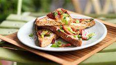 Francuskie tosty z boczkiem i serem