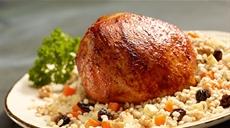 Pieczona szynka z papryką i orzechowym pęczakiem
