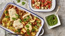 Dorsz z pesto pietruszkowym z bakłażanem z duszonymi ziemniakami w pomidorach