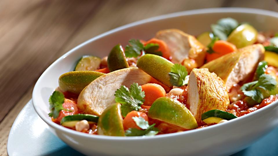 Kurczak z curry i warzywami w sosie kokosowym