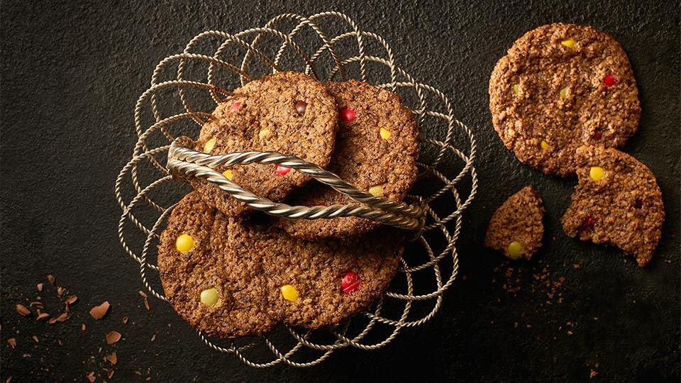 Kolorowe ciasteczka owsiano-czekoladowe