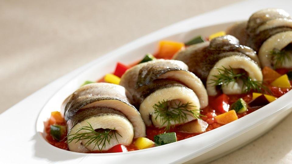 Delikatny pstrąg z duszonymi warzywami