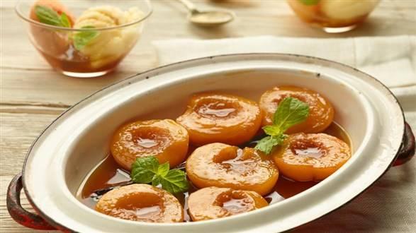 Brzoskwinie pieczone w herbacie