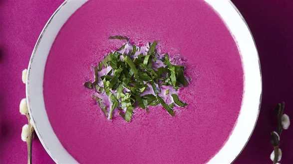 Różowa zupa buraczkowa