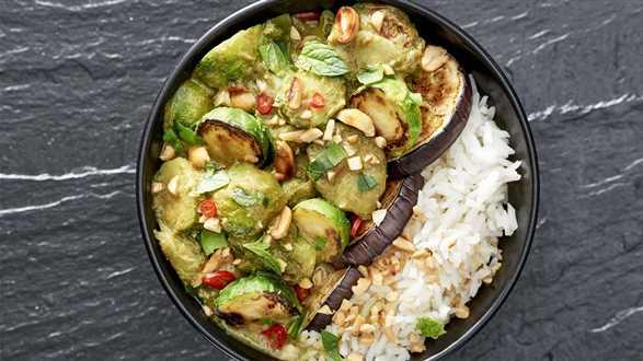 Curry z bakłażanem i brukselką