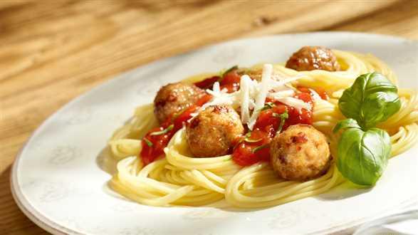 Spaghetti z soczystymi pulpecikami
