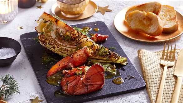 Homar w sosie maślano-pomarańczowym z marynowaną kapustą stożkową