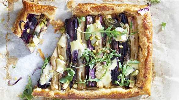 Tarta z warzywami i serem pleśniowym
