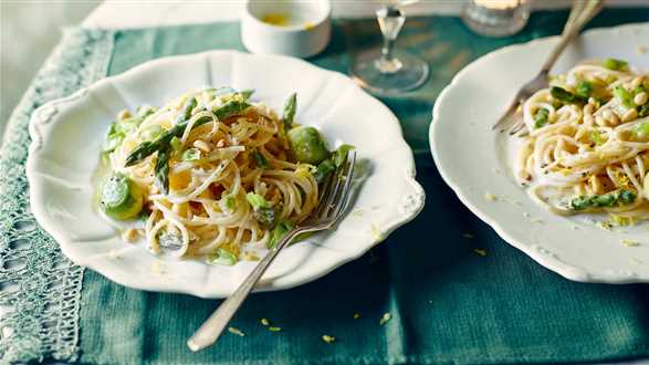 Spaghetti ze szparagami w sosie cytrynowym