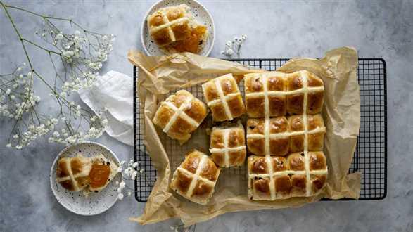 Słodkie wegańskie bułeczki Hot Cross Buns