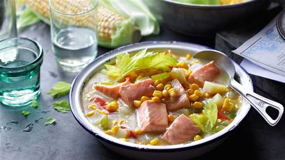 Chowder z łososiem i kukurydzą