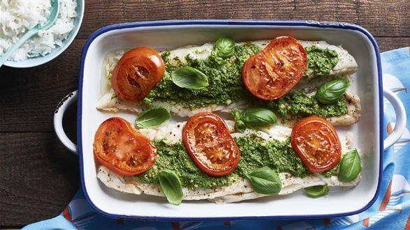 Ryba pieczona w ziołowym pesto