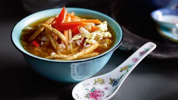 Japońska zupa z herbaty z ryżem