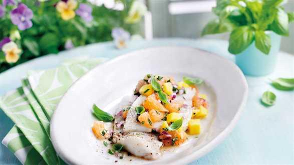 Ryba z salsą brzoskwiniową