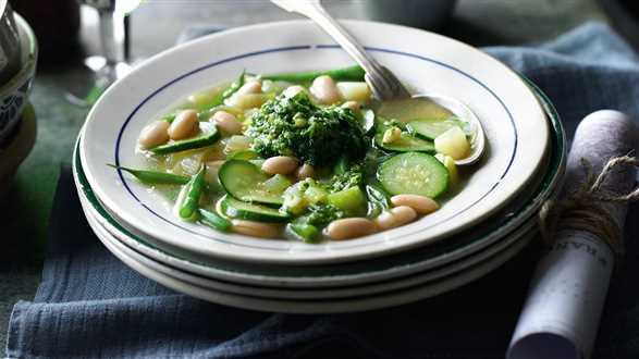 Zupa jarzynowa z pastą ziołową