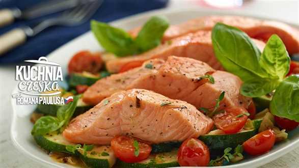 Filety z łososia z cukiniowym ragout (gęsty sos)