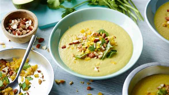 Zupa z awokado z migdałami