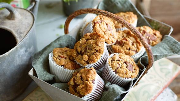 Muffiny czekoladowe z brzoskwiniami i kruszonką orzechową