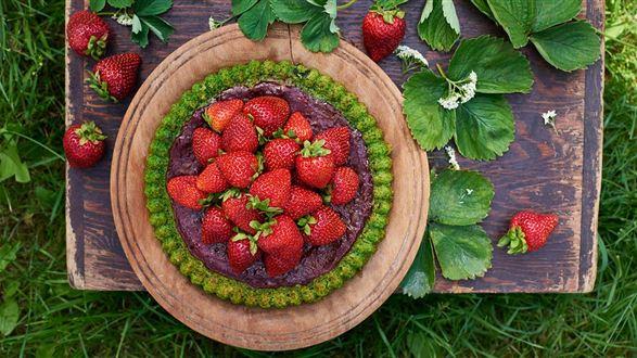 Tarta szpinakowo-szczawiowa z truskawkami