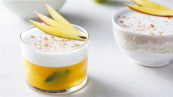 Dwuwarstwowa galaretka z mango i mleczka kokosowego