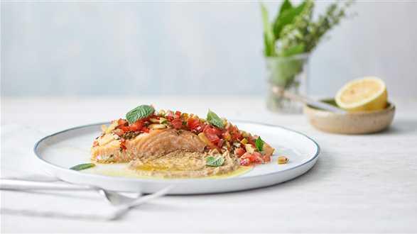 Filet z łososia z kremowym coulis z soczewicy i pastą z oliwek