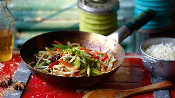 Warzywa z woka z sosem z sherry i anyżem