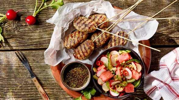 Krewetkowo-wieprzowe pulpeciki po wietnamsku z grilla z sałatką z arbuza i ogórka