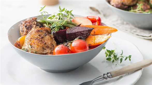 Udka kurczaka z pieczonymi warzywami