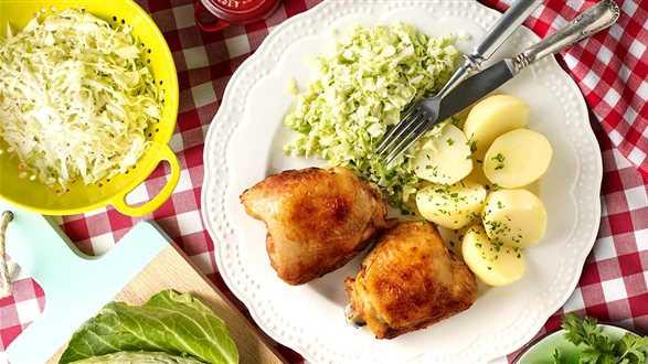 Pieczone udka z ziemniakami i białą kapustą