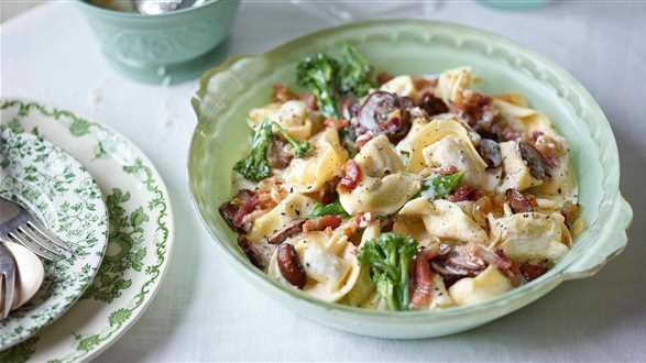 Tortelloni i brokuły w sosie śmietanowym