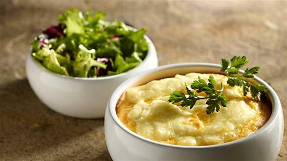 Zapiekanka śledziowa z Camembertem, ziemniakami i porem