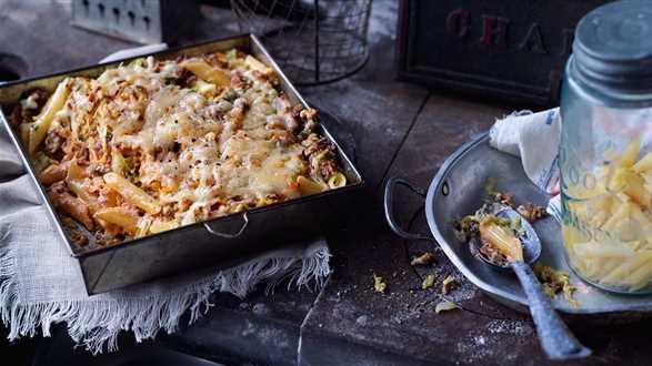 Zapiekanka makaronowa z mięsem mielonym i kapustą