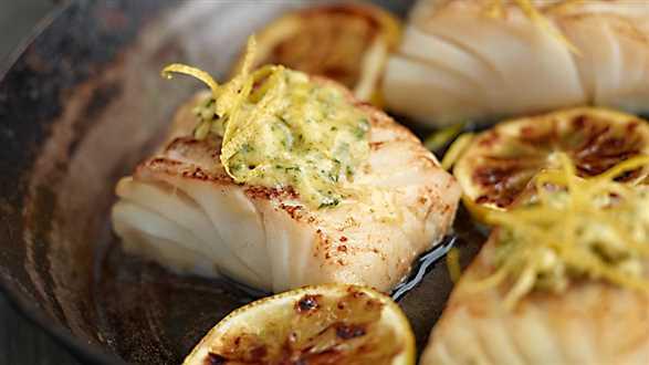 Smażony dorsz z czosnkowo-cytrynowym masłem