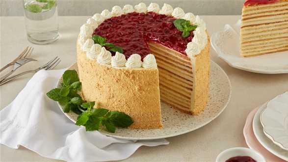 Tort marcinek z konfiturą żurawinową