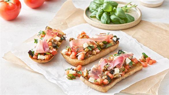 Bruschetta z oliwkami i mozzarellą