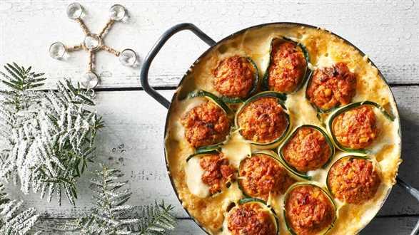Zapiekane cannelloni z cukinii i mięsa mielonego w sosie beszamelowym